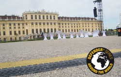 Les passages de câbles Defender au Sommernachtskonzert de l'Orchestre Philharmonique de Vienne