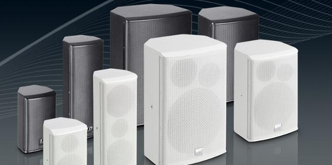 Die Lautsprecher der SAT G2 Serie sind als aktive und passive Version in schwarzer und weißer Ausführung erhältlich.