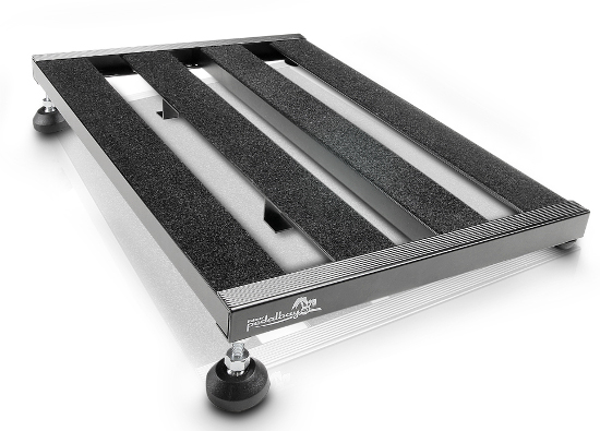 Picture of one of the pedalboards; the height-adjustable feet are visible. This improves ergonomics and general direct visibility.