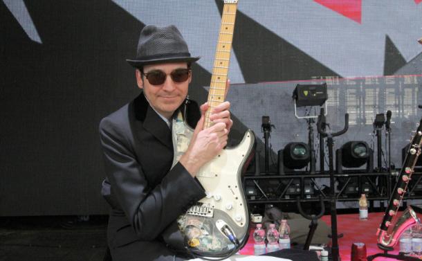 Profi-Gitarrist Gary Nuttall mit Palmer auf Tour