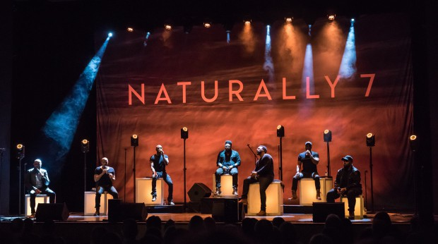 Naturally 7 de gira por Alemania con equipos de Cameo Light y Gravity