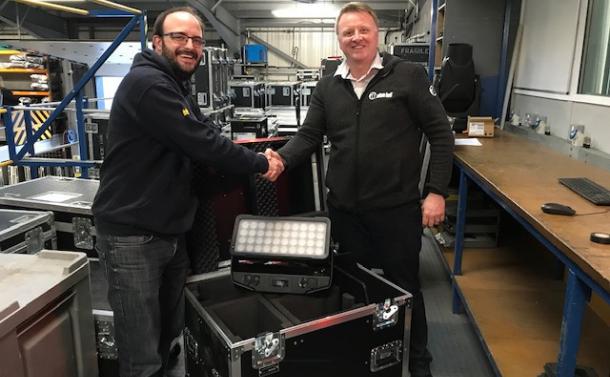 Pearce Hire invierte en el Cameo ZENIT® W600 – los washers LED triunfan en el Reino Unido