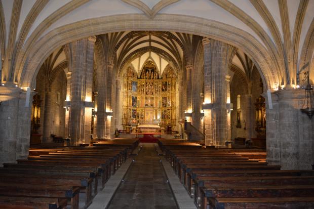 Enceintes satellites pour la basilique :  Sonorisation de l'église avec le CURV 500® signé LD Systems