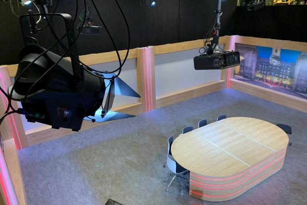 TV2/Nord setzt auf Cameo F2 D – Profox installiert die Fresnel-Spotlight im TV-Studio des dänischen Fernsehsenders