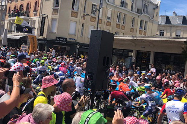 Right in the heart of the sprint group –  LD Systems' Stinger at the world's most famous cycling race