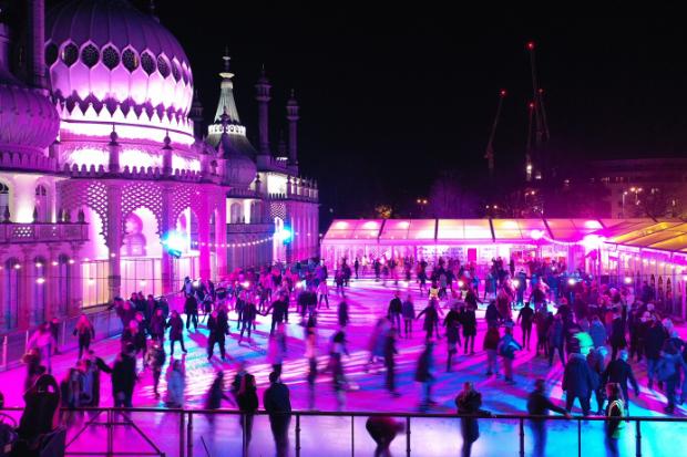 Cameo trotzt dem britischen Wetter –  ZENIT® W600 für die Eislauffläche vor dem  Royal Pavilion in Brighton