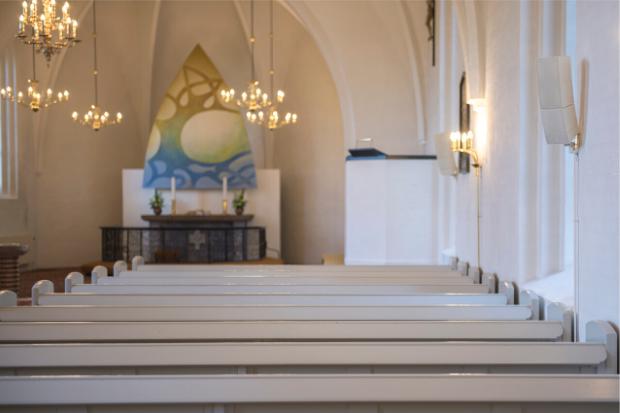 La parole de Dieu d'une clarté limpide pour tous : le CURV 500 de LD Systems à l'œuvre dans l'église Mølholm au Danemark